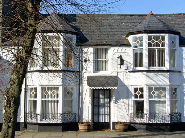LITTLE WHITE HOUSE Victorian townhouse, centre of town in Bala Ref 23290 - Image 1 - Bala - rentals