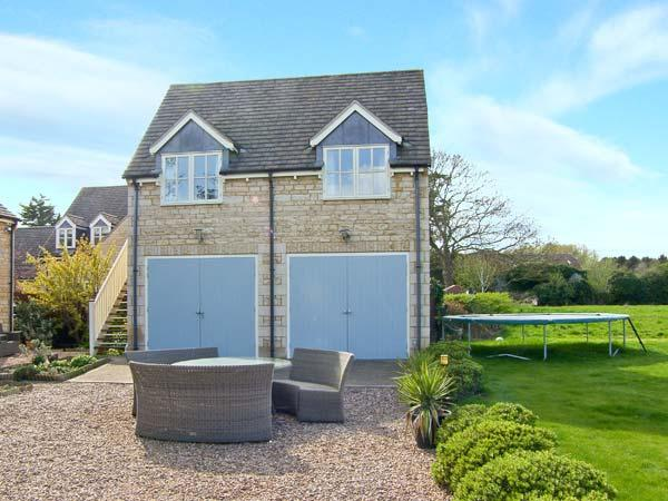 ACORNS, first floor annexe, open plan, romantic retreat in Maxey, Ref 23336 - Image 1 - Stamford - rentals