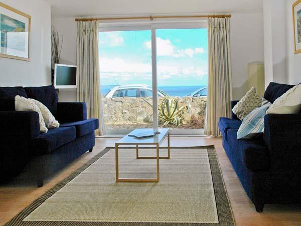 WAVERLEY, dormer bungalow, sea views, garden, in Mevagissey, Ref 23719 - Image 1 - Mevagissey - rentals