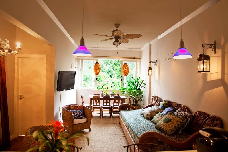 Tropical & Luxurious 3 Bedroom Apartment in Leme - Image 1 - Rio de Janeiro - rentals
