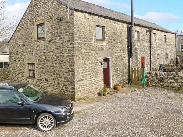1 PRIMITIVE MEWS, romantic retreat, en-suite bedroom, character features, in Chelmorton, Ref 23919 - Image 1 - Chelmorton - rentals