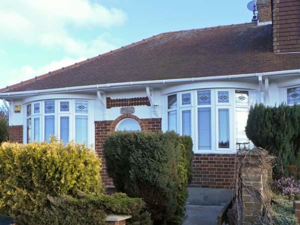 NORTH RIDING, pet-friendly single-storey cottage with sea views, patio, Saltburn-by-the-Sea Ref 19996 - Image 1 - Saltburn-by-the-Sea - rentals