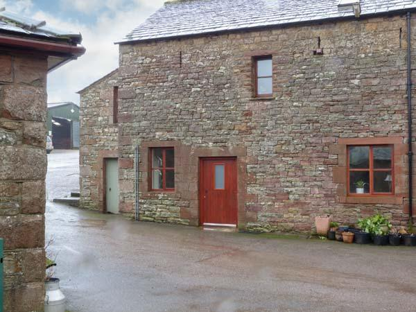 BARN END, barn conversion, with woodburning stove and roll-top bath, close to Lake Ullswater, near Pooley Bridge, Ref 20516 - Image 1 - Pooley Bridge - rentals
