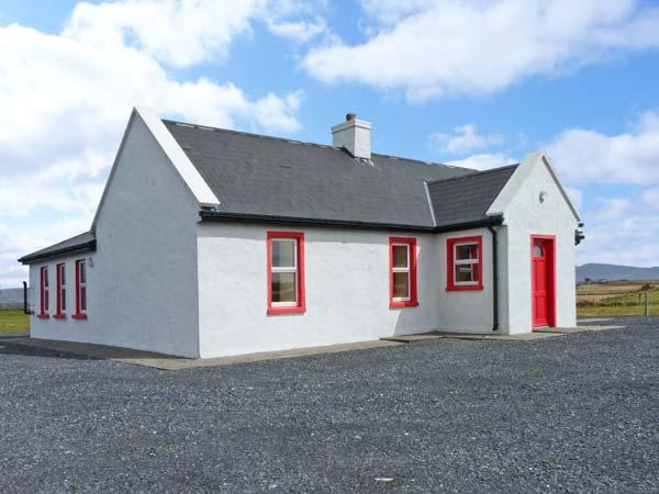 LAKESIDE COTTAGE 1, open plan living, close to beach on Achill Island, Ref 20956 - Image 1 - Mayobridge - rentals
