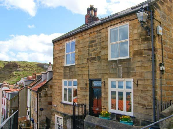 YORK HOUSE, character cottage by the sea, open fire, sea views in Staithes Ref 22255 - Image 1 - Staithes - rentals