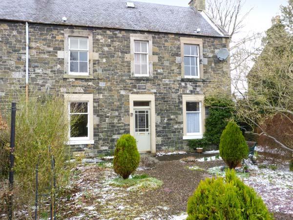 GARDEN FLAT, cosy ground floor apartment with garden in Peebles, Ref 22333 - Image 1 - Peebles - rentals