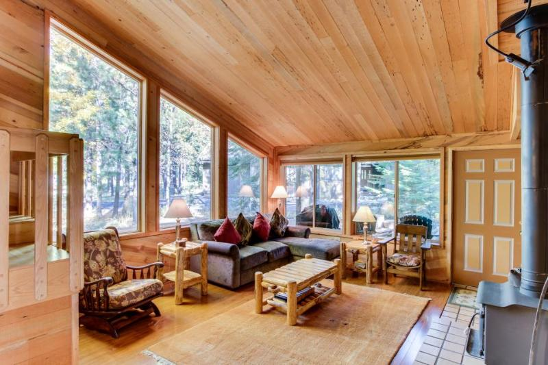 Hardwood floors, wood stove, near resort amenities! - Image 1 - Black Butte Ranch - rentals