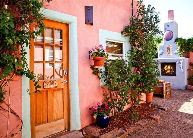 Casita Agosto - Casita Agosto - Outdoor Hot Tub with Fireplace, Walk to Plaza. From $75/nt! - Santa Fe - rentals