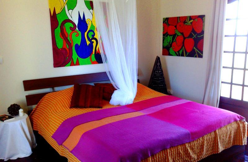 Bedroom with American king size bed - Sunset Cottage - Rouffignac-Saint-Cernin-de-Reilhac - rentals