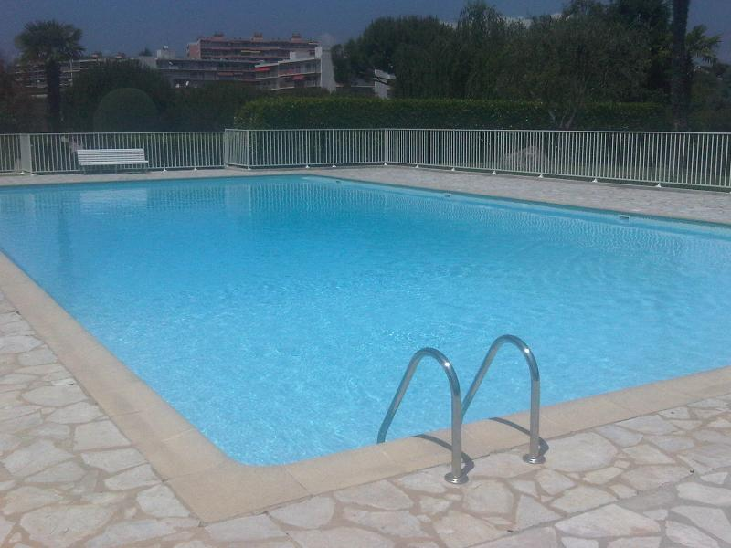 Swimming Pool - Soleil D'Or- Pet-Friendly 3 Bedroom Apartment in Antibes - Antibes - rentals