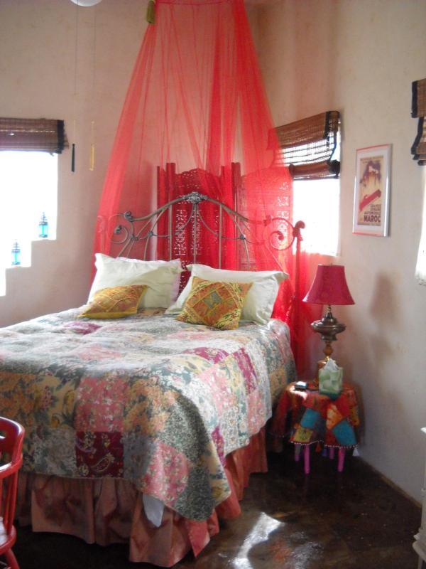 Sweet dreams on our pillow-top Queen-size bed - Casita du Marroc on the Taos Mesa - El Prado - rentals