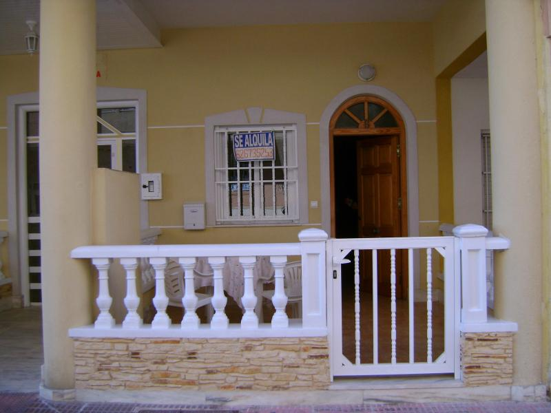 Apartment for 4-6 people on the beach front line - Image 1 - Guardamar del Segura - rentals