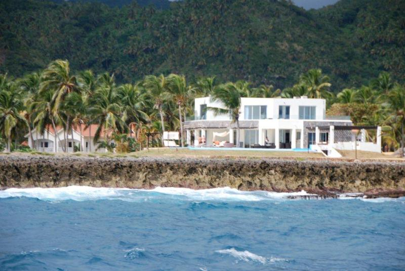 Here's Marcos' Villa as seen by passing cruise ships, sailboats, whale watching boats and fishermen. - Private Beach-4 Master Bedrooms-Ocean Front Villa - Las Galeras - rentals