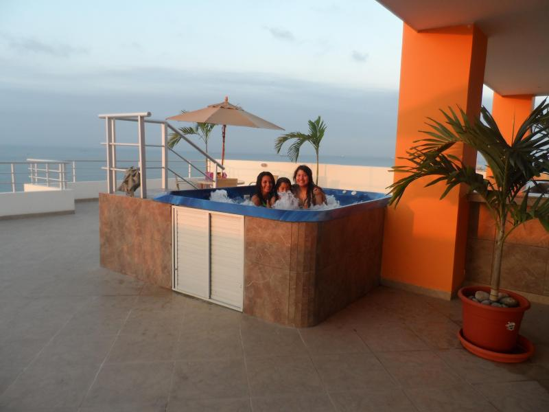 Jacuzzi (Terrace) - Best Weekend Getaways At Salinas Beach Ecuador. - Salinas - rentals