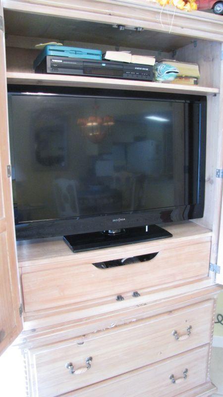 TV in LR - Regatta 205B - 20% OFF May 30-June 4! - Gulf Shores - rentals