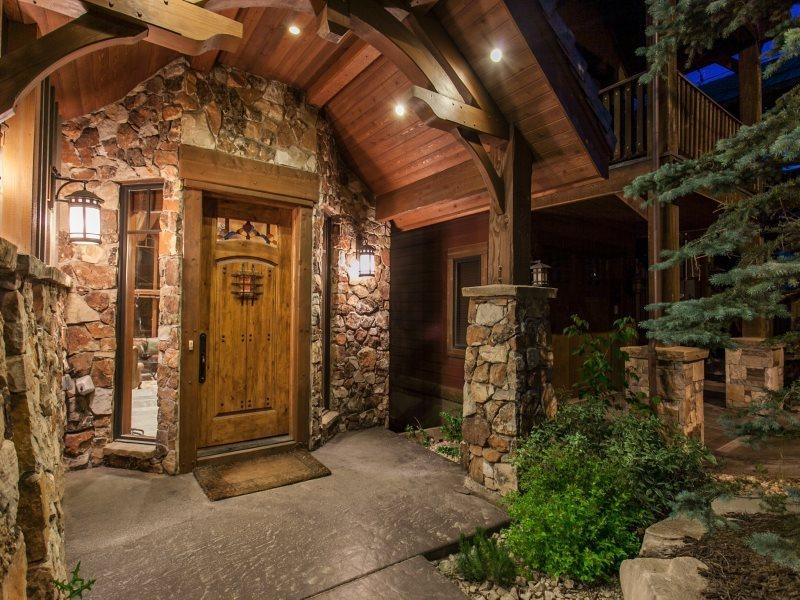 Grand Entrance at Empire 1414 - Empire 1414 in Park City with Walking Distance to Slopes and Ski Run Views - Park City - rentals