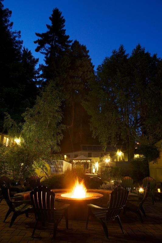 FIREPIT - COTTAGES ON RIVER ROAD - Guerneville - rentals