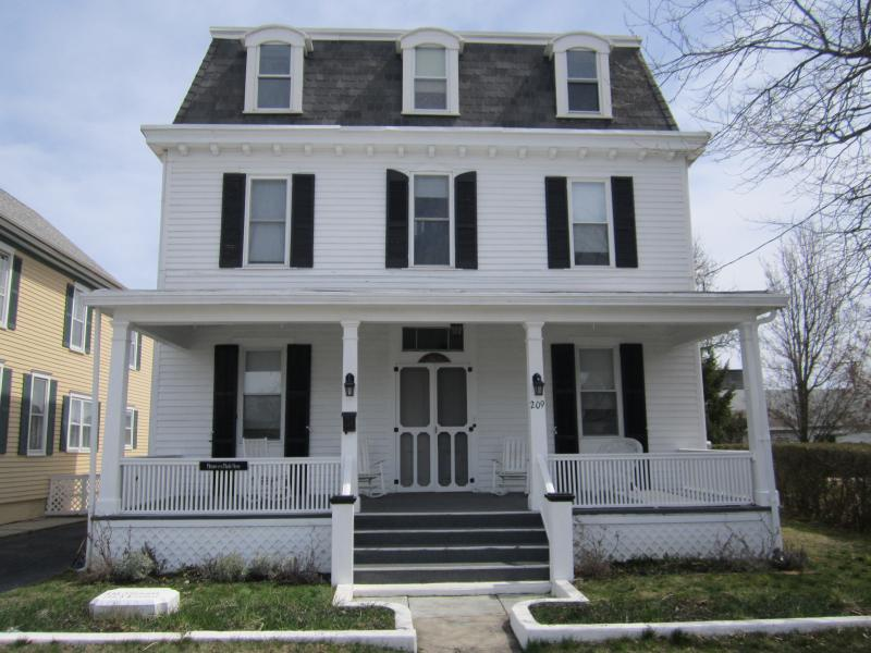 Front of House - VICTORIAN CLASSIC - SPRING/LATE SUMMER/FALL - Cape May - rentals