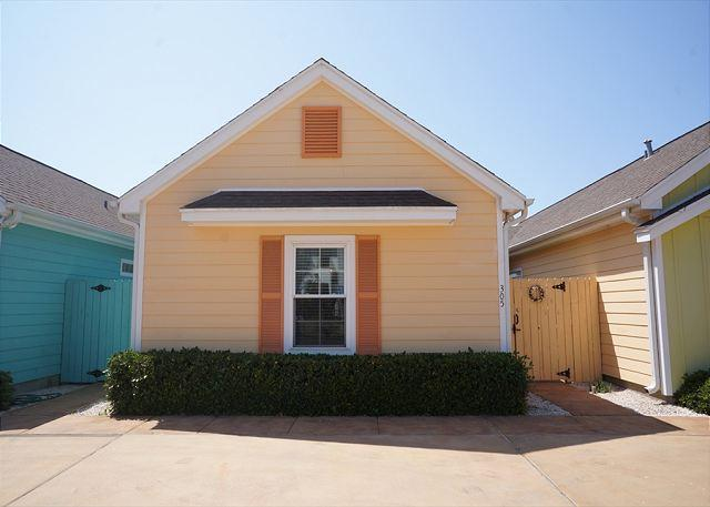 Front - La Casita Tortuga is a cozy, colorful Beach Bungalow in a great location! - Corpus Christi - rentals