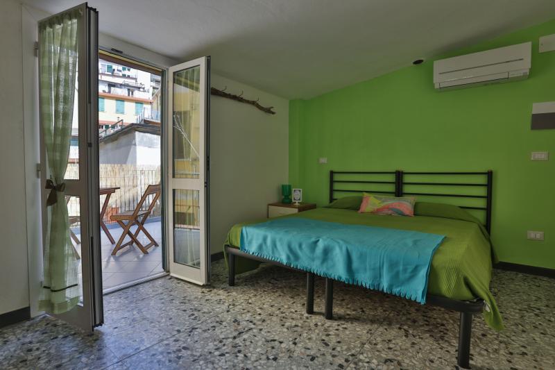 Libeccio Room - outdoor terrace with views of the castle of Riomaggiore. - Vento di Mare - Riomaggiore - rentals