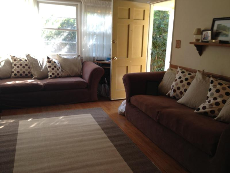 Living Room, with Queen Sofa Bed and couch - Relaxing Family Retreat by the Beach - Los Angeles - rentals