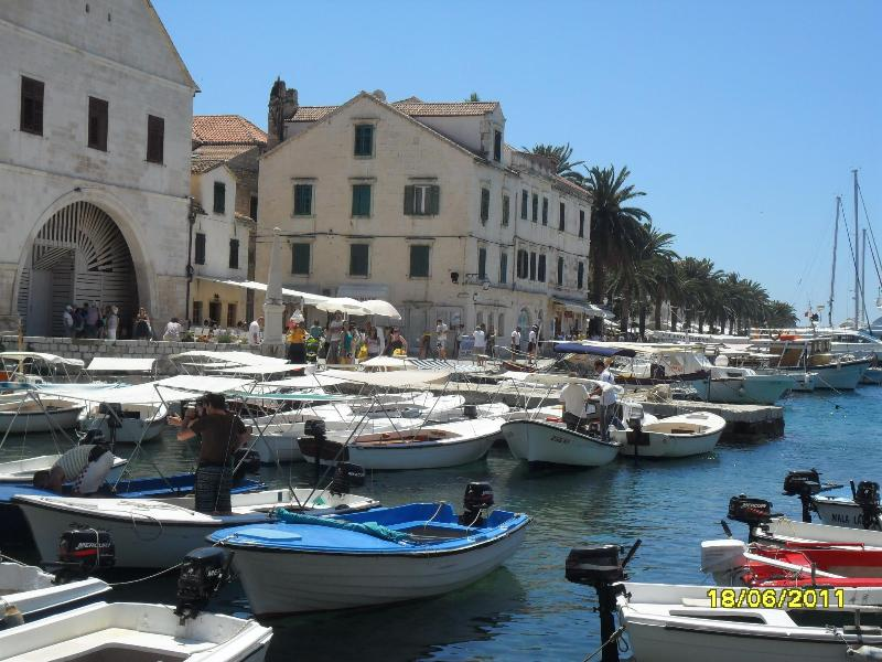 Apartment Lilly - Image 1 - Hvar - rentals