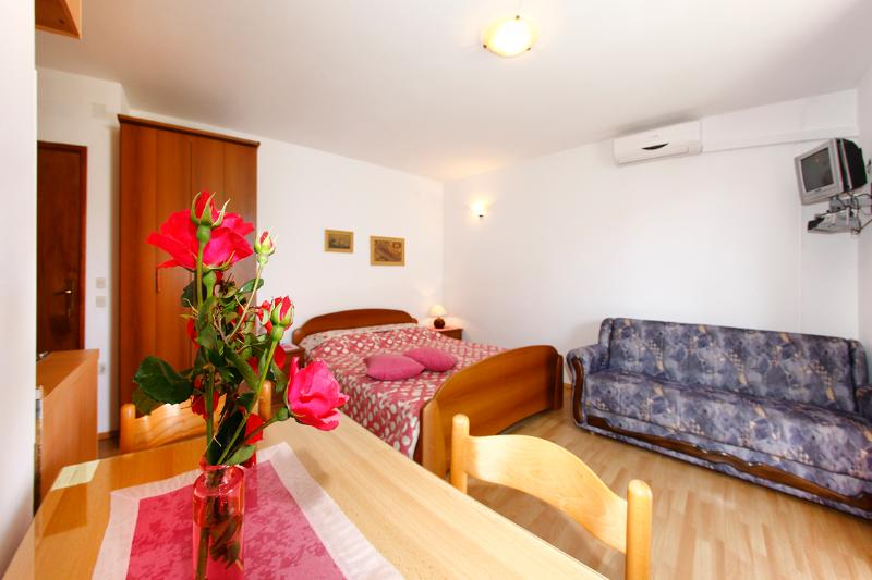 Apartment EMMA A3 ( 2+1) - Image 1 - Orebic - rentals
