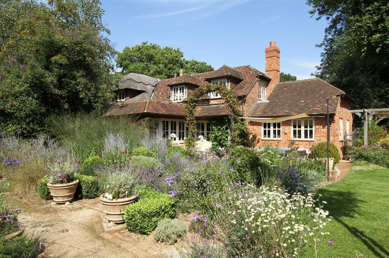 Bootmenders is set in the heart of Hampshire's countryside - Bootmenders - The Cottage - Self contained suite - Petersfield - rentals