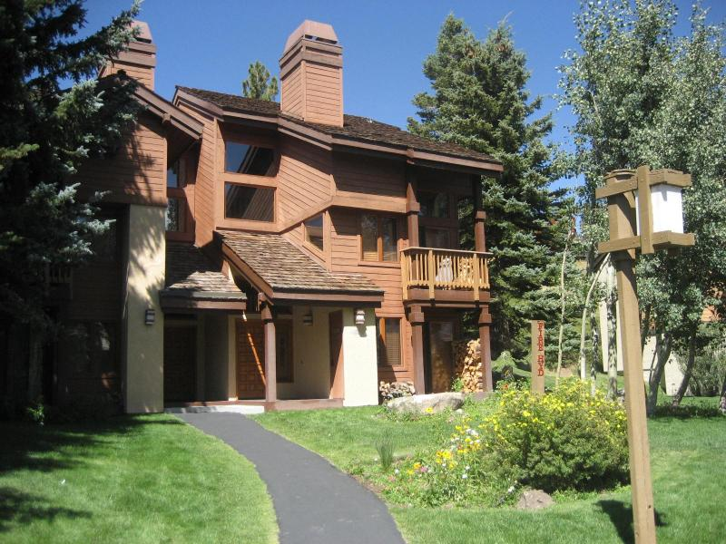 Exterior of Condo - Spacious Snowcreek Condo  3 BR + Loft, 2.5 Bath - Mammoth Lakes - rentals