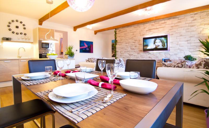 Zagreb Deluxe Apartment L - Image 1 - Zagreb - rentals