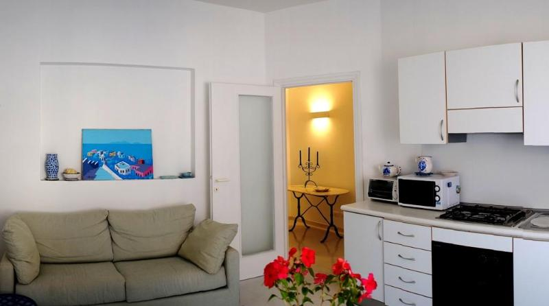 Living room - Bright and restored 3 bdr apt 1 min from the beach - Terracina - rentals