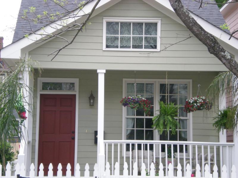 Welcome to Rose Cottage - much bigger than it looks! - Rose Cottage- Victorian DistrictNear Forsyth Park/ - Savannah - rentals