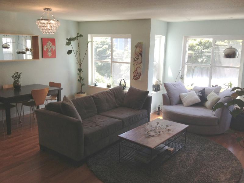 living room - Bright, Modern and Spacious Condo in Alamo Square - San Francisco - rentals
