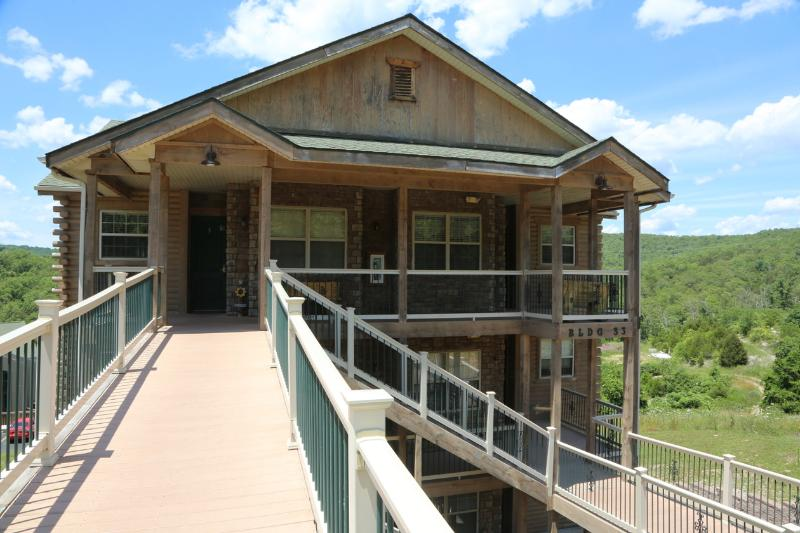 Condo | Top floor | Walk-in | Fireplace | Pool Near Silver Dollar City (3310606) - Image 1 - Branson - rentals