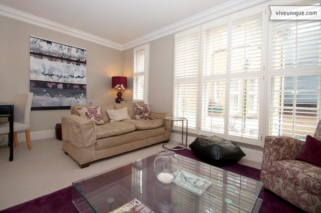 Chelsea Townhouse, Charles II Place, just off King's Road - Image 1 - London - rentals