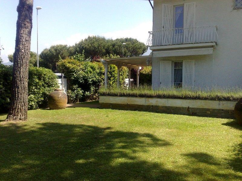 Excellent 2 Bedroom Tuscan Duplex at Forte dei Marmi Villa Marmobianco - Image 1 - Forte Dei Marmi - rentals