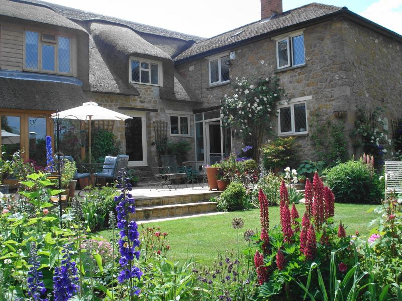 Farndon Thatch a beautiful B&B in Somerset. - Image 1 - Ilminster - rentals