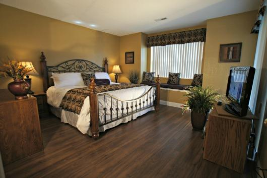 Master Bedroom with King Bed - Gorgeous Condo in the Middle of Branson-Bubble Tub - Branson - rentals
