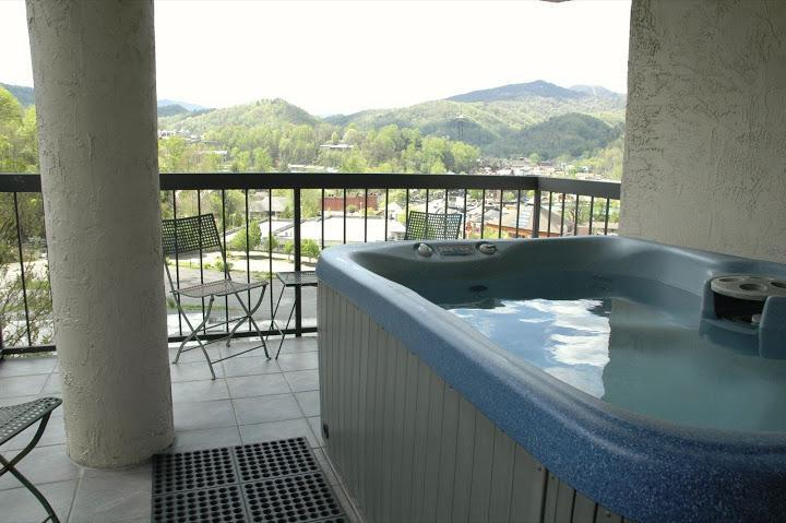 Private Hot Tub on Corner Balcony - Gatlinburg Chateau - 2 Bedroom Condo (401) - Gatlinburg - rentals