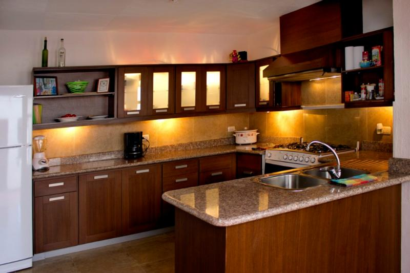 Full Kitchen - Perfectly Located Spacious Modern Home. - Cuenca - rentals