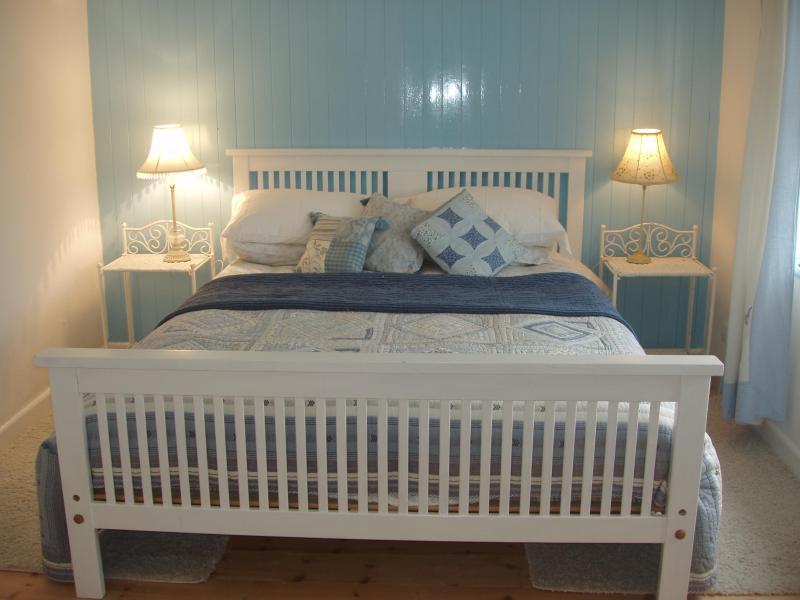 Wellspring bedroom - Wellspring Cottage - Helston - rentals