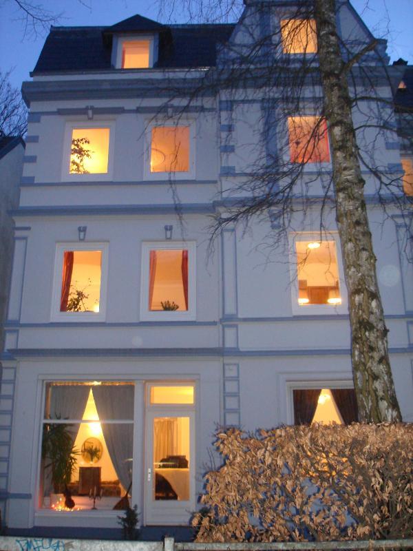 Villa front side - Alster City Garden Villa - Hamburg - rentals