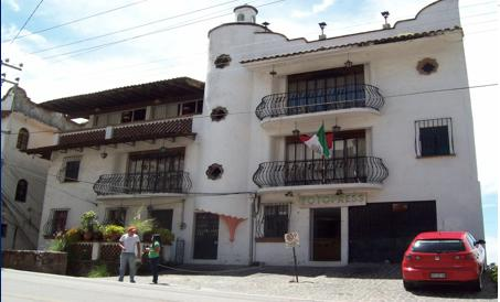 Front of Property - 3BD Penthouse, 2Bathrooms, Patio, View, Parking - Taxco - rentals