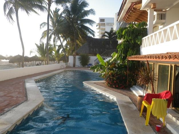 30 Foot swiming pool leading onto the beaches in nuevo vallarta nayarit - Beach Front 2 Bed Condo Sleep 4,nuevo Vallarta - Nuevo Vallarta - rentals