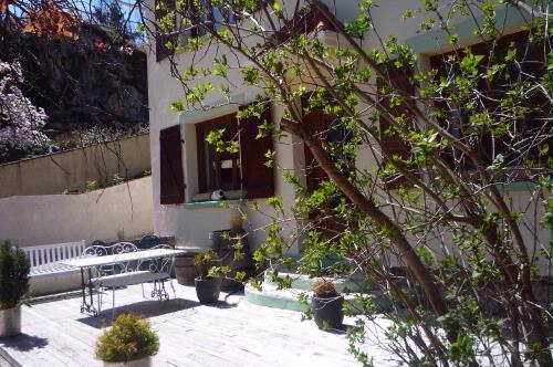 terrace - Montsegur,Labyrinth  gite,b&b  Ariege, Midi Pyrenees  for 2-8 per - Montsegur - rentals