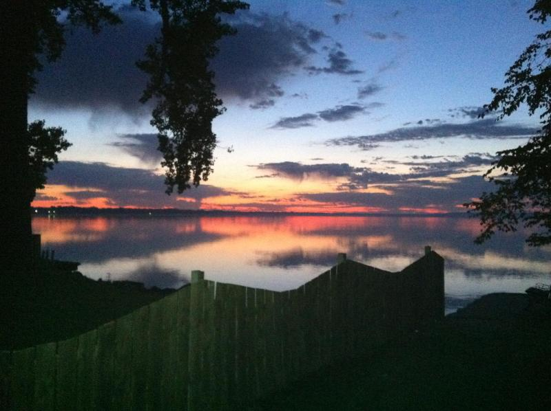 hope you're a morning person, this is sunrise - On the water near Appleton (short drive to Osh, GB - Menasha - rentals