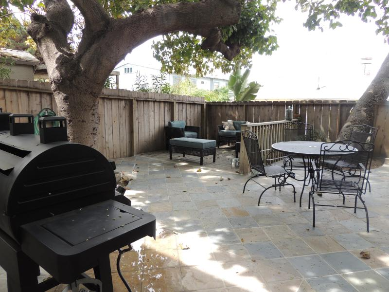 Out side setting area - Less than a mile from Down Town, Convention ct $99 - Pacific Beach - rentals