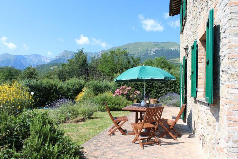 Villa Gelso with Cottage for 12 people - House with Cottage & Pool - Stunning views for 12 - Amandola - rentals