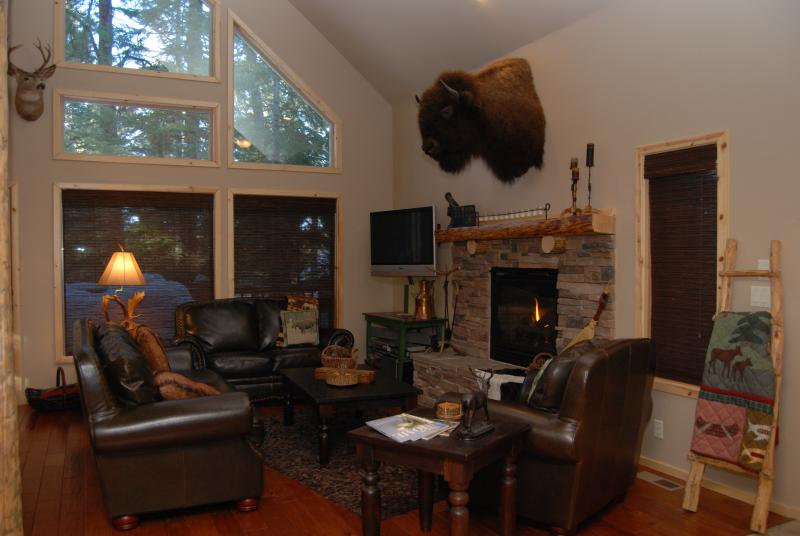 Living Area with cozy gas fireplace - Crooked Pine Lodge Luxury Cabin - McCall - rentals
