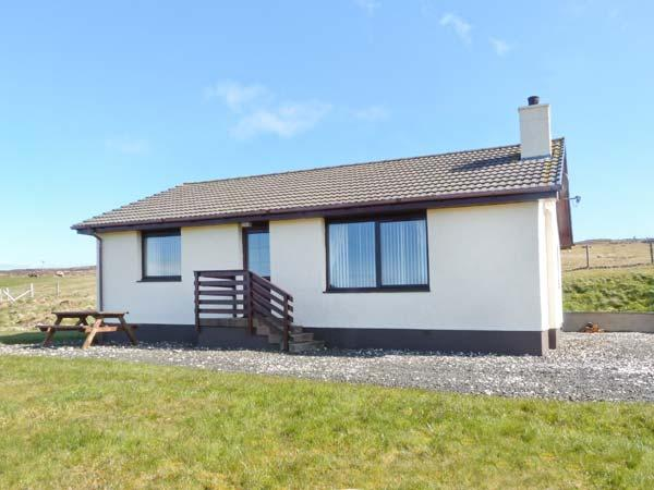 ARDMORE, ground floor accommodation, beautiful views, Ref 18639 - Image 1 - Dunvegan - rentals